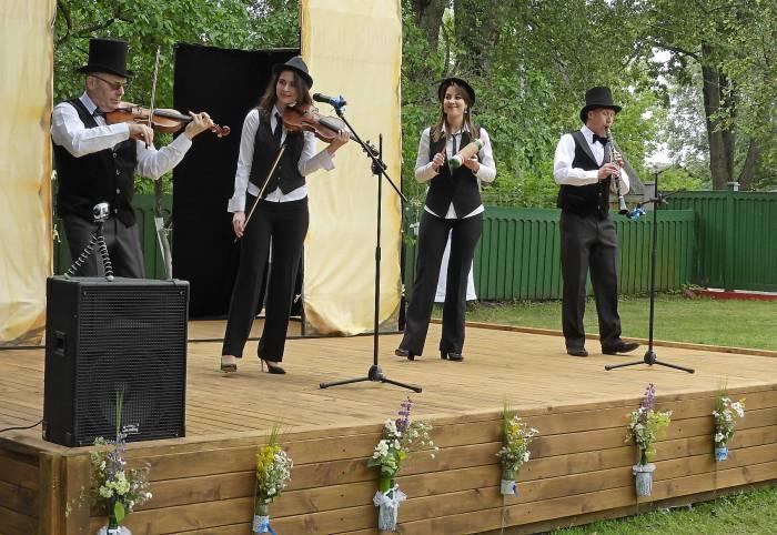 Концерт клейзмерской музыки в исполнении ансамбля «Шалом» из Лиды. Фото Светланы Васильевой
