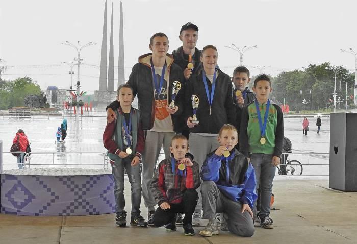 Всех бегунов наградили на финише памятными медалями. Фото Светланы Васильевой