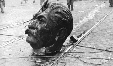1956_a_budapesti_Sztálin-szobor_elgurult_feje_fortepan_93004