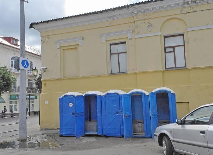 Общественные уборные на пересечении улиц Суворова и Советская. Фото Светланы Васильевой