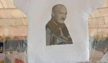 Гостям «Славянского базара» предлагают сувениры с белорусским Президентом. Фото Светланы Васильевой