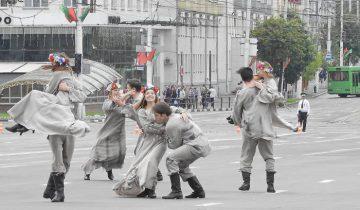 Театральное представление на Дне Независимости в Витебске. Фото Светланы Васильевой