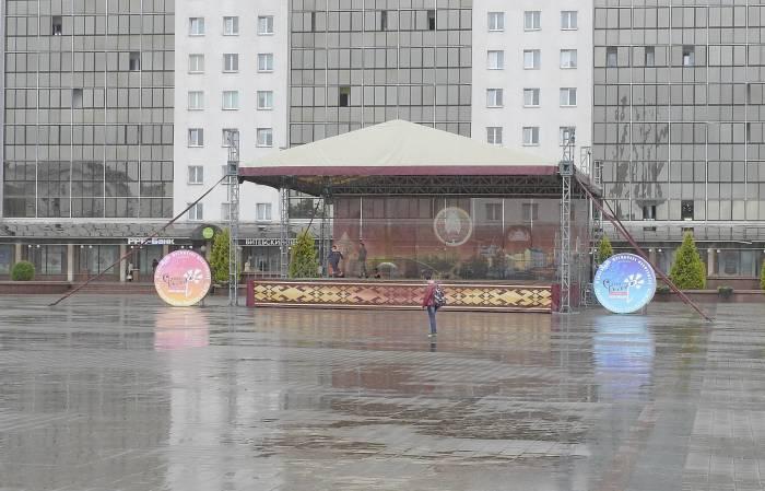 Традиционный для «Славянского Базара» дождь. Фото Светланы Васильевой