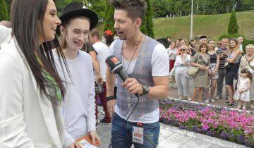 Егор Шаранков (Беларусь) дает интервью Тео. Фото Светланы Васильевой