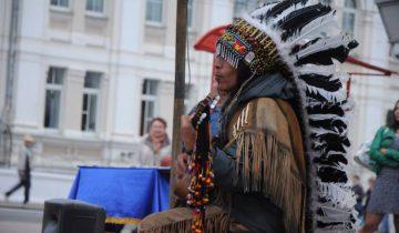 Индеец на улицах Витебска. Фото Анастасии Вереск