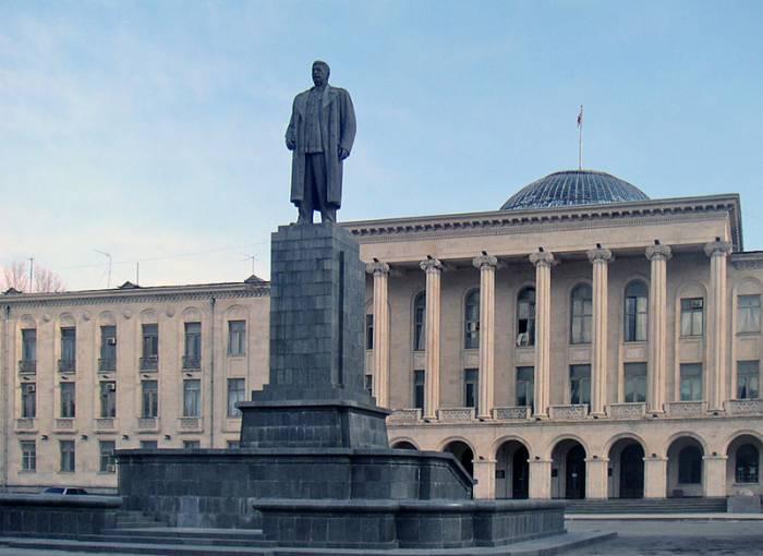 Памятник Сталину в Гори, Грузия. Фото ru.wikipedia.org