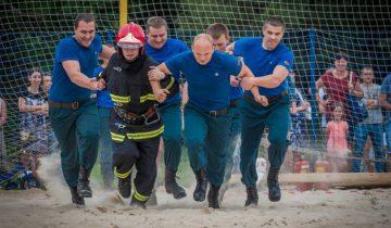 В работе пожарных очень важно чувство плеча. Фото Светланы Васильевой