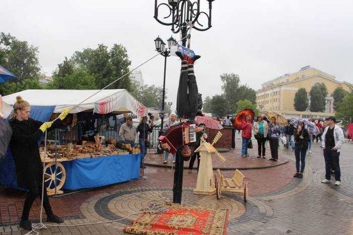 витебск, музыкант на столбе, гармонь