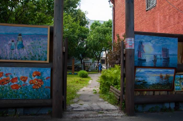 Картинная галерея в саду. Фото Анастасии Вереск