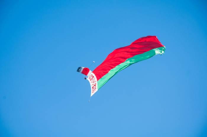 Полет с флагом. Фото Анастасии Вереск