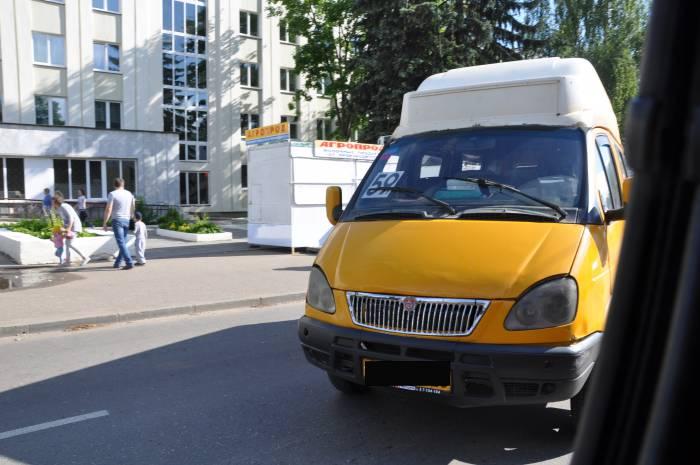 Поврежденная маршрутка. Фото Анастасии Вереск