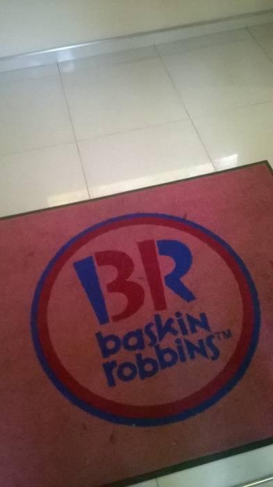 От Baskin Robbins остались одни коврики. Фото Анастасии Вереск