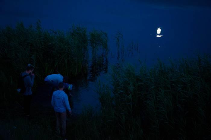 Ловим в озере луну. Фото Анастасии Вереск