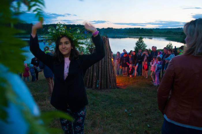 Танцы у костра. Фото Анастасии Вереск