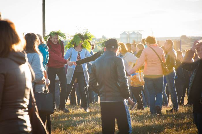 Танцы под солнцем. Фото Анастасии Вереск