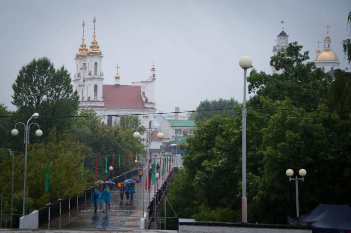 Даже в непогоду Витебск не теряет красок. Фото Анастасии Вереск
