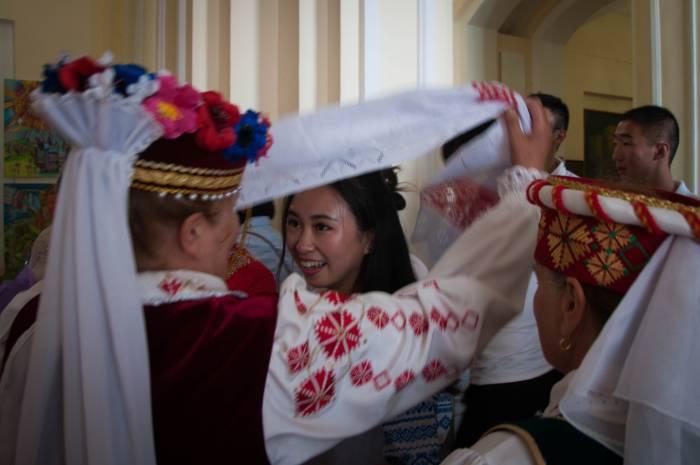 Почетная роль подружки невесты. Фото Анастасии Вереск