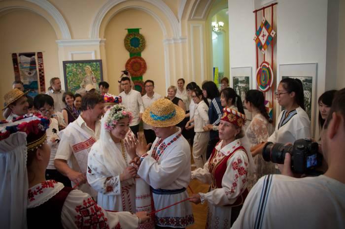 Танец с гостями. Фото Анастасии Вереск