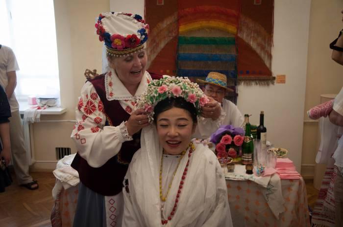 Венок - главный атрибут невесты. Фото Анастасии Вереск