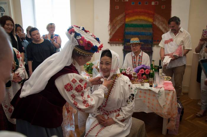 Платок - символ хозяйки, жены. Фото Анастасии Вереск