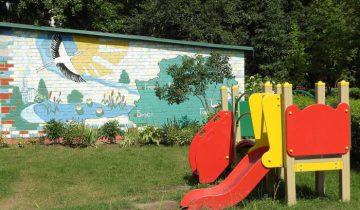 Немного фантазии, и двор детского сада превращается в развивающую площадку. Фото Светланы Васильевой
