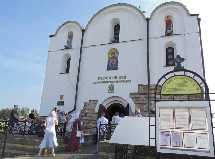 Свято-Благовещинский храм на праздник Преображение Господне не смог вместить всех прихожан. Фото Светланы Васильевой