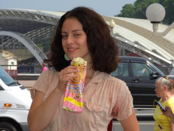 Реализация мороженого в жару возрастает до нескольких тонн в день. Фото Светланы Васильевой