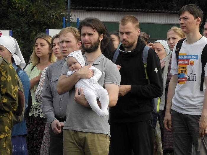 Самый юный участник крестного хода – 4-х месячный Александр Антонюк из Санкт-Петербурга. Фото Светланы Васильевой