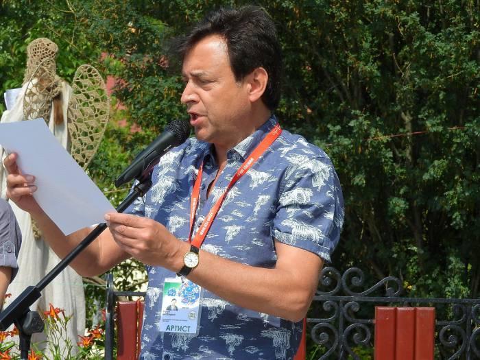 Сергей Шустицкий читет стихи Вадима Егорова «Шагал». Фото Светланы Васильевой