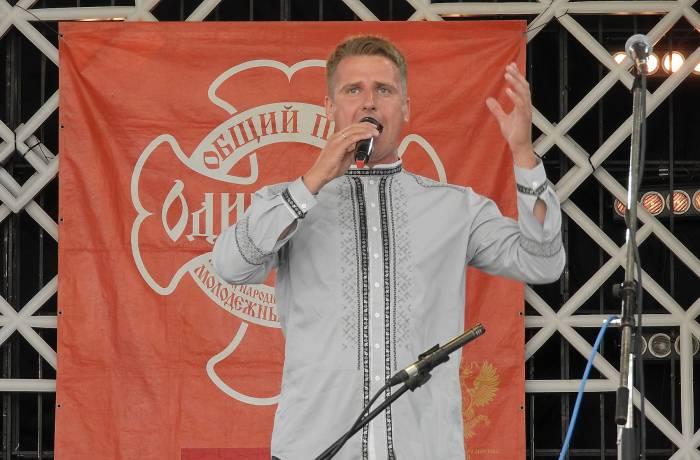 Александр Щеррбаков исполнил песню «Любо мне». Фото Светланы Васильевой