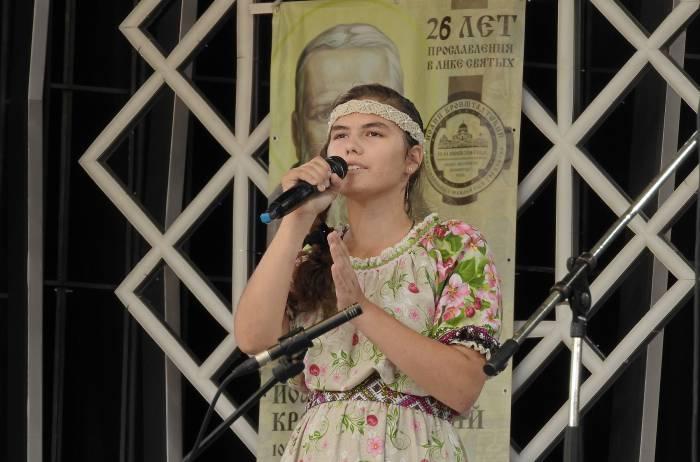 12-летняя Анастасия Литвинова из Воронежа - победитель конкурса в номинации автор-исполнитель. Фото Светланы Васильевой