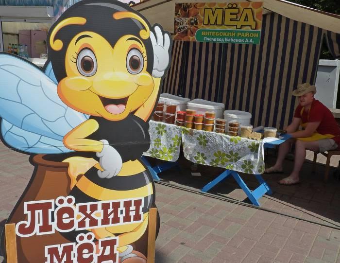 Алексей Бабенок утверждает, что мед надо приобретать у проверенного пчеловода. Фото Светланы Васильевой