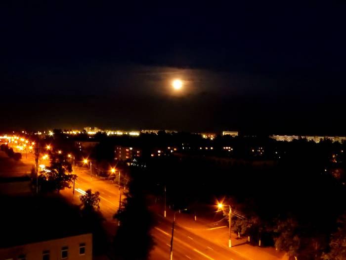 Луна в Витебске. Фото Светланы Васильевой