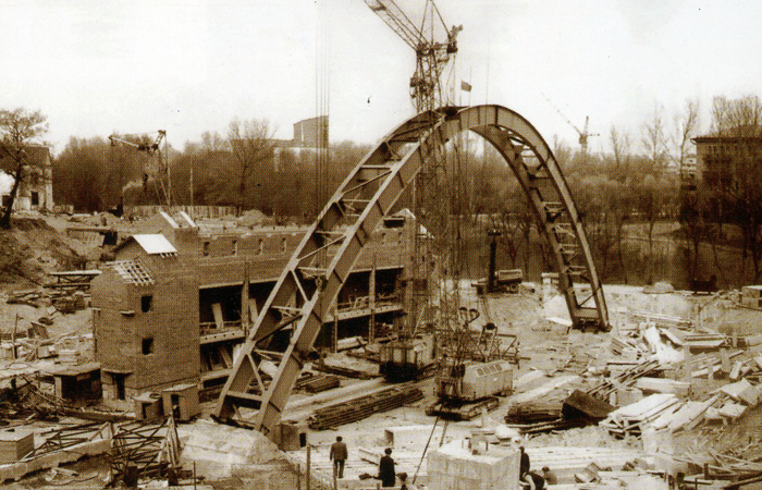 Строительство амфитеатра в 1988 году. Фото gorodnews.ru