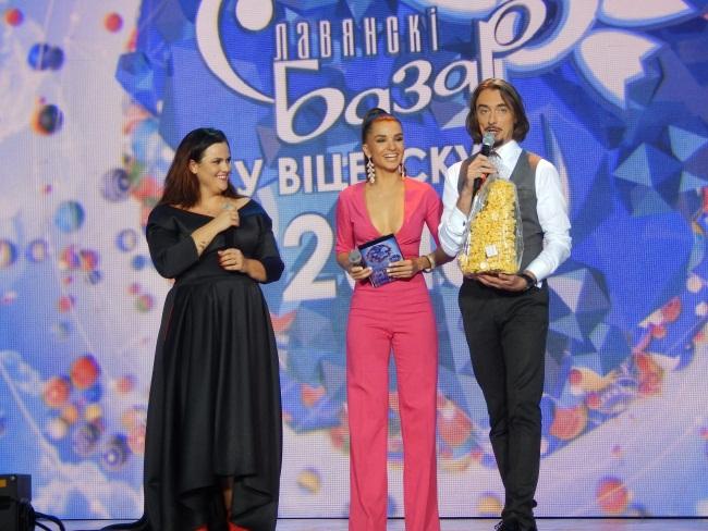 Ведущие конкурса Екатерина Раевская и Денис Дудинский. Фото Евгении Москвиной