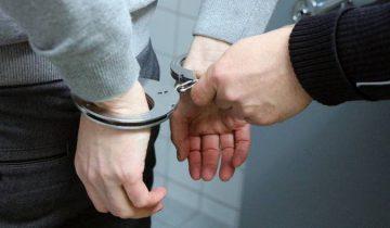 мужчины наручники
