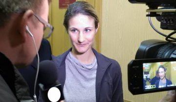 Ольга Степанова в первые минуты после освобождения. Фото Светланы Васильевой