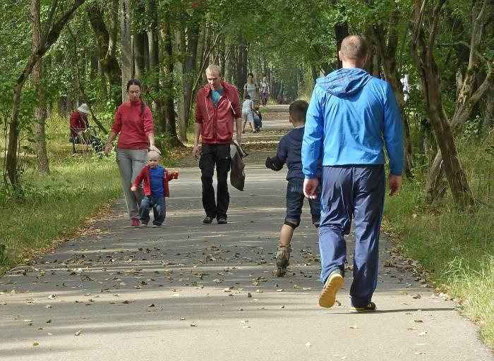 Прогулка по парку Мазурино - это отличная возможность провести выходные всей семьей. Фото Светланы Васильевой