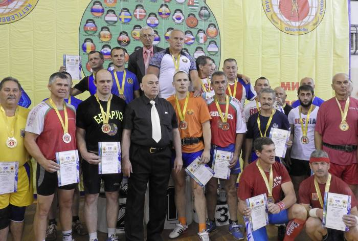 Команды -победители марафона на III Всемирной олимпиаде по гиревому триатлону. Фото Светланы Васильевой