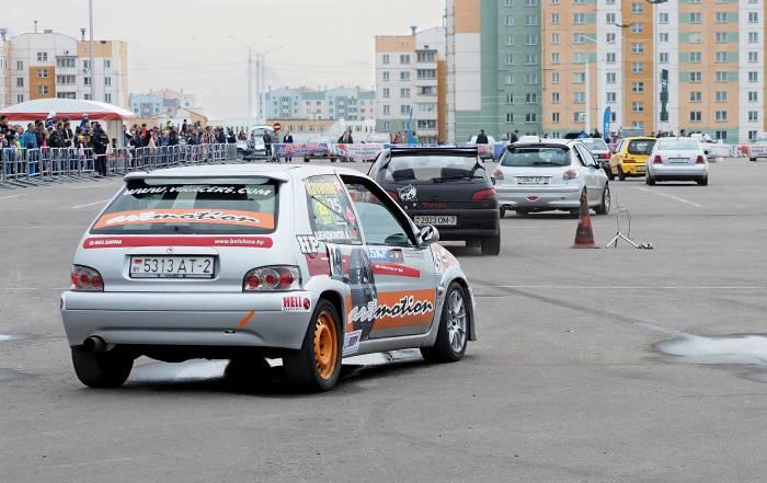 В заездах приняли участие 20 автомобилей. Фото Светланы Васильевой