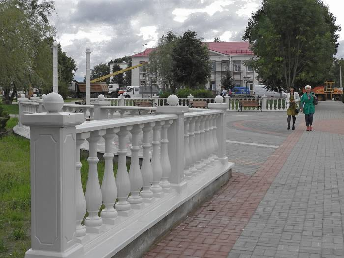 На центральной площади Дубровно появилась ротонда. Фото Светланы Васильевой