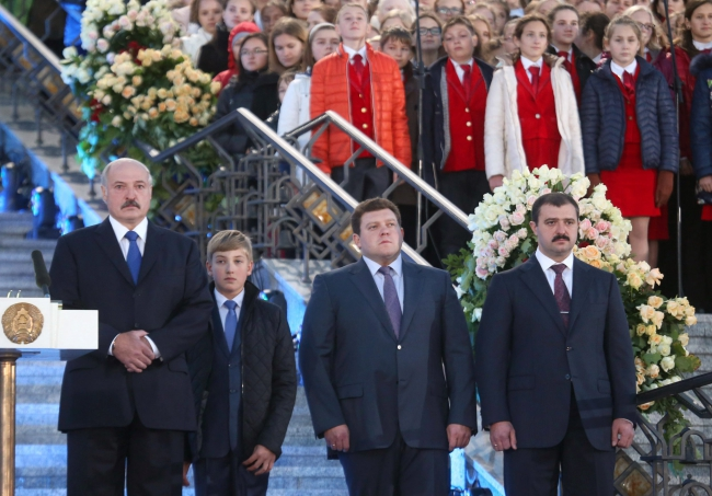 2 октября 2015 года Президент Беларуси Александр Лукашенко принял участие в торжественном мероприятии «Молитва за Беларусь» с тремя своими сыновьями. Фото с телетрансляции ctv.by