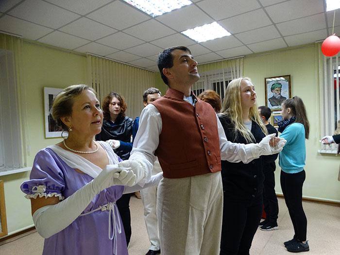 Танцы 19 века. А вы когда-нибудь пробовали? Фото Кристины Литвиновой