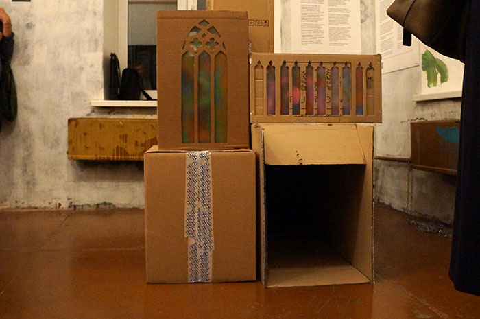 Приблизительно так выглядит архитектурное строение для бомжей. Фото Кристины Литвиновой