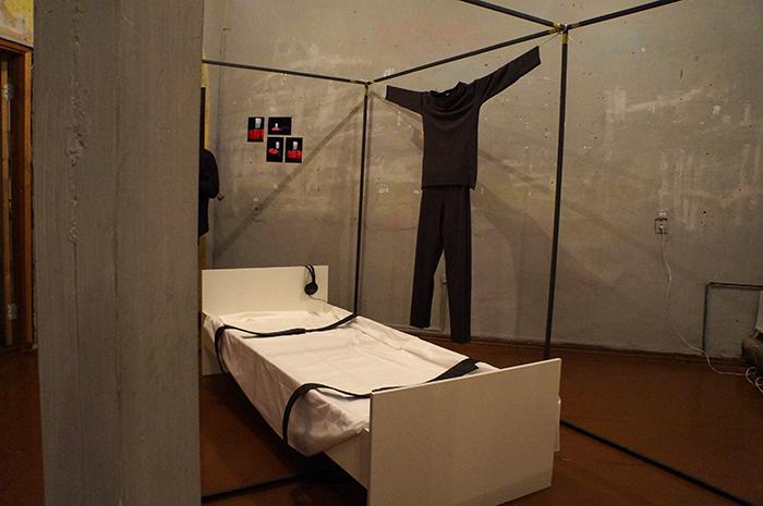 Инсталляция витебского художника Кирилла Демчева «135 часов». Фото Кристины Литвиновой