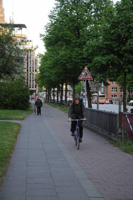 Велосипедная дорожка в Гамбурге. Фото Анастасии Вереск