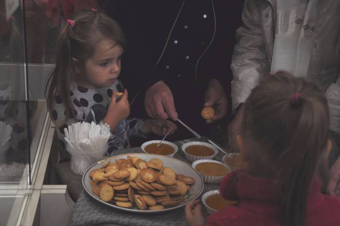 Печенье с медом - вот вам и угощение. Фото Анастасии Вереск
