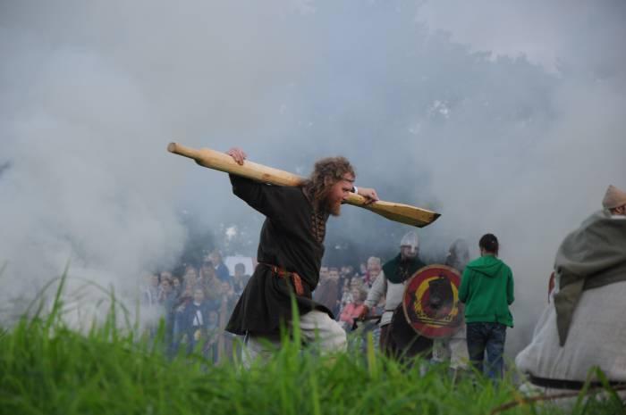 Не только с мечом, но и с веслом. Фото Анастасии Вереск