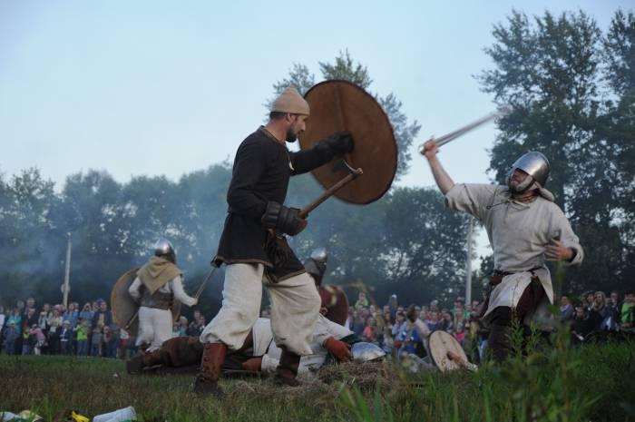 Викинги атакуют жителей Полоцка. Фото Анастасии Вереск
