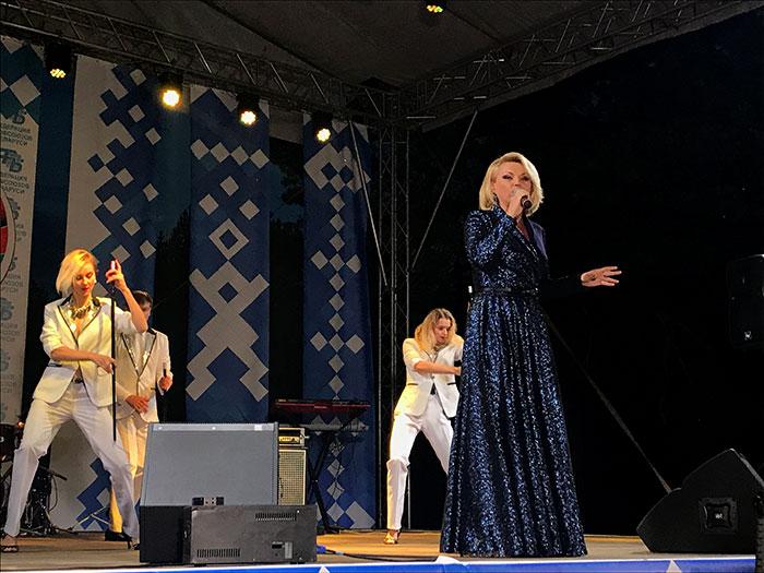 Праздничный концерт. Выступление Инны Афанасьевой